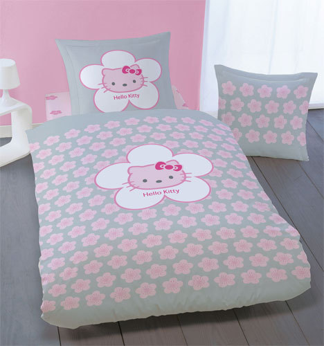 parure housse de couette 140 x 200 taie d 39 oreiller hello kitty plushtoy. Black Bedroom Furniture Sets. Home Design Ideas