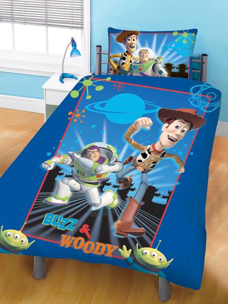 parure housse de couette r versible 135 x 200 cm taie d 39 oreiller 48 x 74 cm toy story. Black Bedroom Furniture Sets. Home Design Ideas