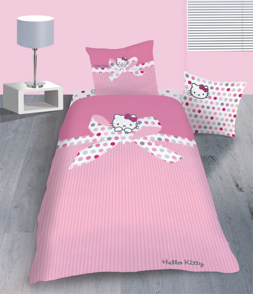parure housse de couette hello kitty lisa 140 x 200 cm 1 taie d 39 oreiller 63 x 63 cm plushtoy. Black Bedroom Furniture Sets. Home Design Ideas