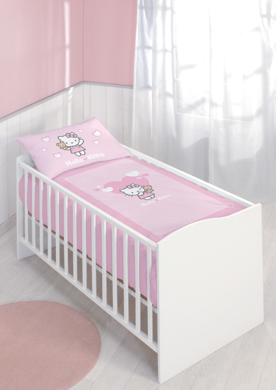 parure housse de couette hello kitty alice pour lit b b. Black Bedroom Furniture Sets. Home Design Ideas